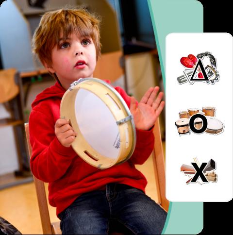 Kind met tamboerijn en ritme instrumenten icoon trommels met vel slag instrumenten schudinstrumenten