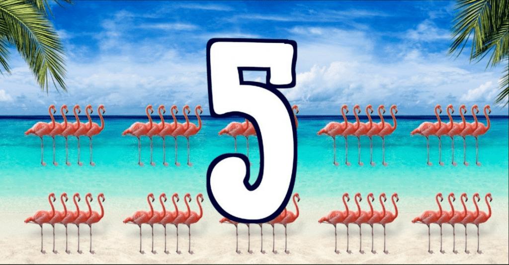 Leerlied tafel van 5 met flamengos op strand zee en palmboom
