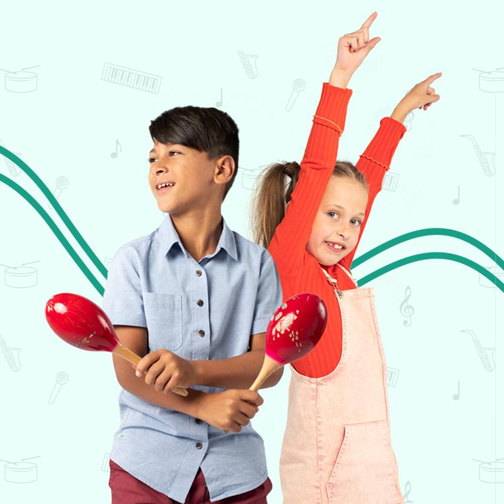 Jongen met sambaballen en meisje met vingers in de lucht met de bewegende leerlijn